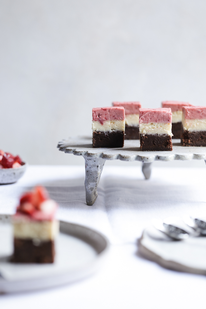 Roasted Strawberry Cheesecake Brownie | The Polka Dotter