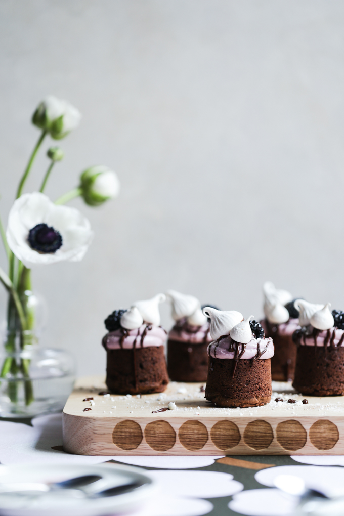 Meringue Kissed Blackberry Brownies | The Polka Dotter