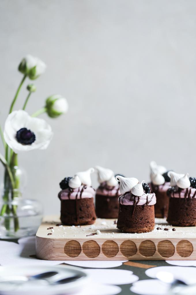 Meringue Kissed Blackberry Brownies | The Polka Dotter