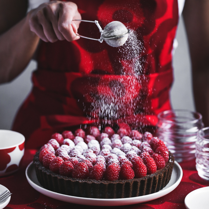 Raspberry Chocolate Cheesecake Tart | The Polka Dotter